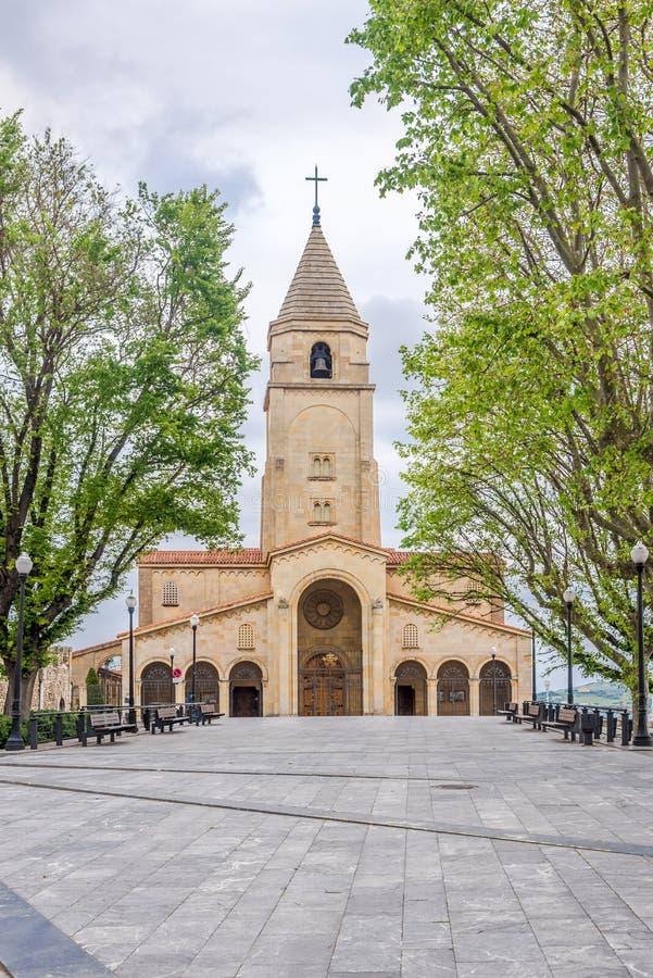 Ansicht an der Kirche von San Pedro in Gijon - Spanien stockbild