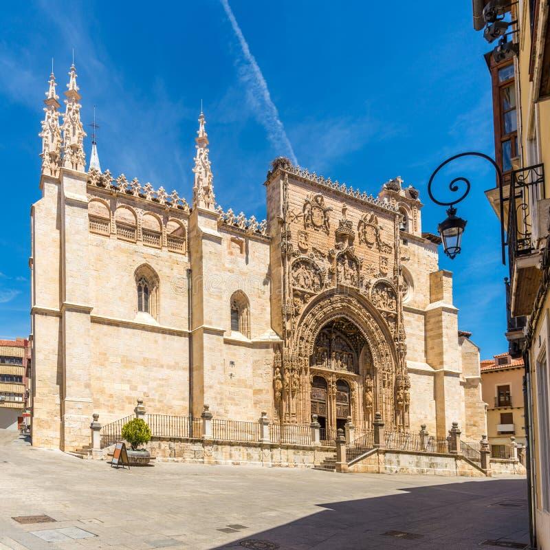 Ansicht an der Kirche von Santa Maria la Real in Aranda de Duero - Spanien lizenzfreie stockfotografie