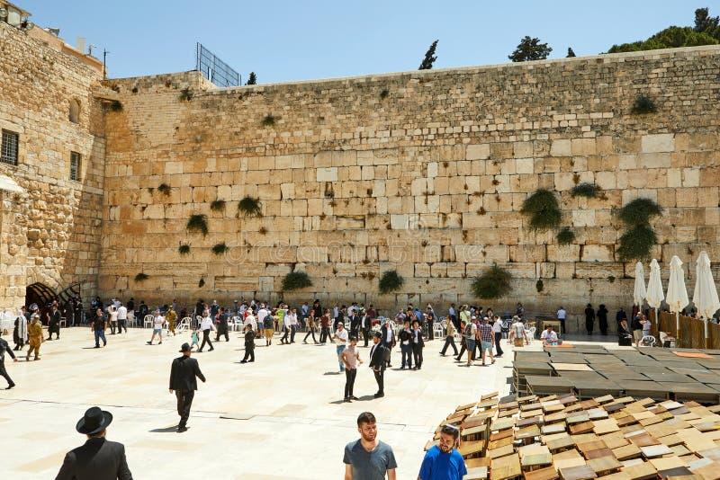 Ansicht der Klagemauer von Klagemauer Jerusalems und von Felsendom stockfoto