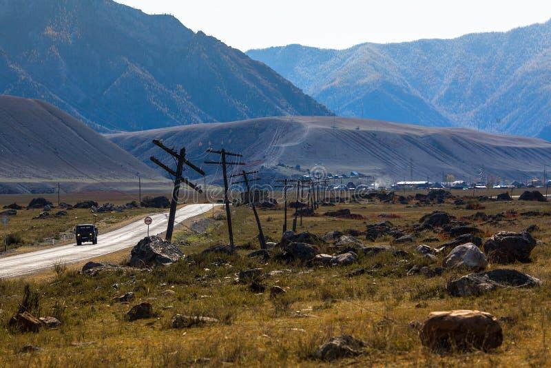 Ansicht der Landschaft Altay Mountainss und der Chuya-Landstraße im Herbst, Altai-Republik stockfoto