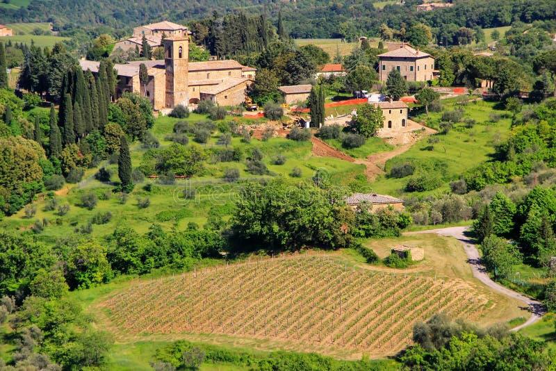 Ansicht der Landschaft und des Bauernhauses nahe Montalcino, ` Orcia Val d lizenzfreie stockfotografie