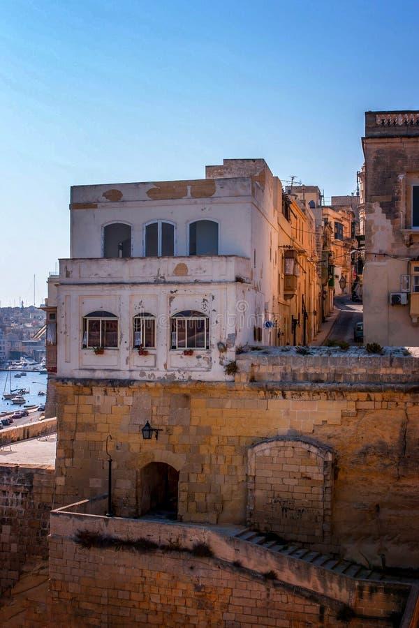 Ansicht der maltesischen Straße stockfotografie