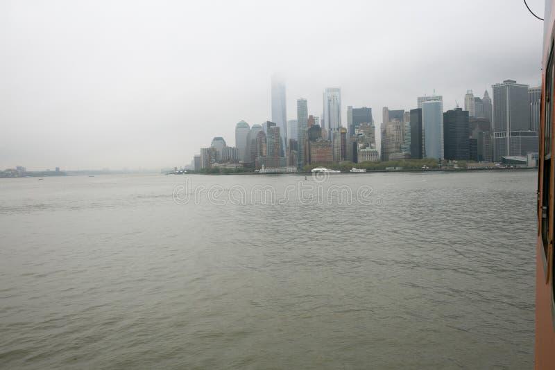 Ansicht der Manhattan-Skyline, New York, von der Fähre zu Staten Island, New York stockbilder