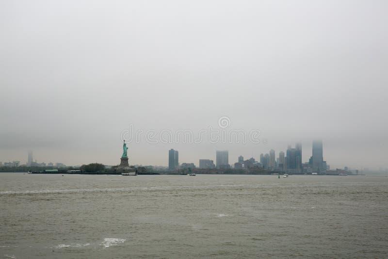 Ansicht der Manhattan-Skyline, New York, von der Fähre zu Staten Island, New York lizenzfreies stockfoto