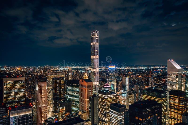 Ansicht der Midtown Manhattan Skyline nachts, in New York City lizenzfreie stockfotos