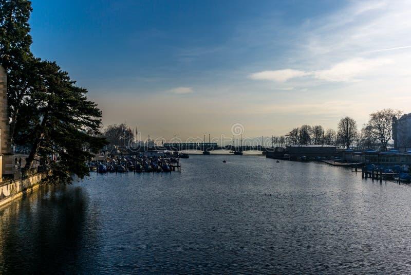 Ansicht der Mitte von Zürich und von Limmat-Fluss- 2 stockbild