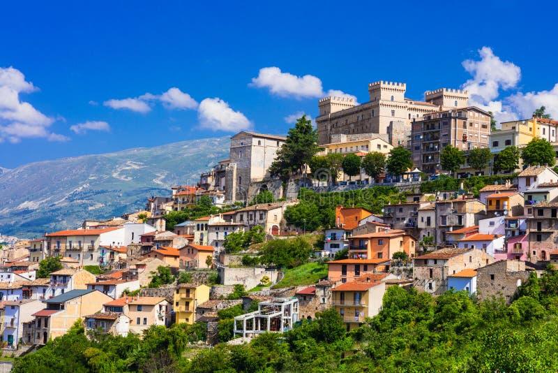 Ansicht der mittelalterlichen Stadt Celano, Provinz von L& x27; Aquila, Abruzzo, Ita stockbild
