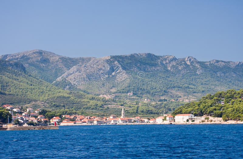 Ansicht an der Rücksortierung Jelsa, Kroatien lizenzfreie stockfotografie