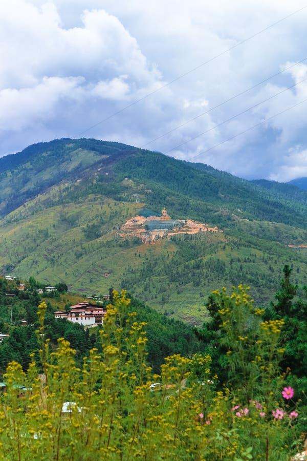 Ansicht der riesigen Statue Buddhas Dordenma von der Stadt von Thimphu, Bhutan lizenzfreie stockbilder