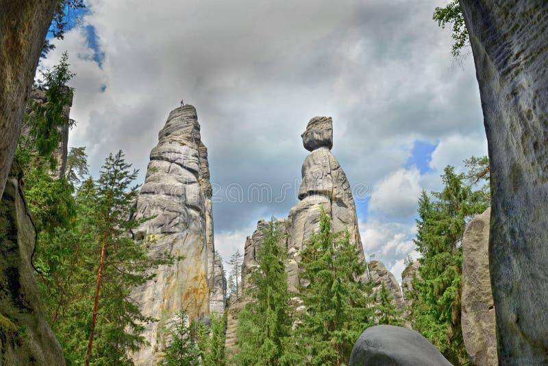 Ansicht der Sandstein Säulen Teplice-Adrspachfelsen-Stadt Felsige Stadt in Adrspach - nationales Naturreservat in der Tschechisch stockbild