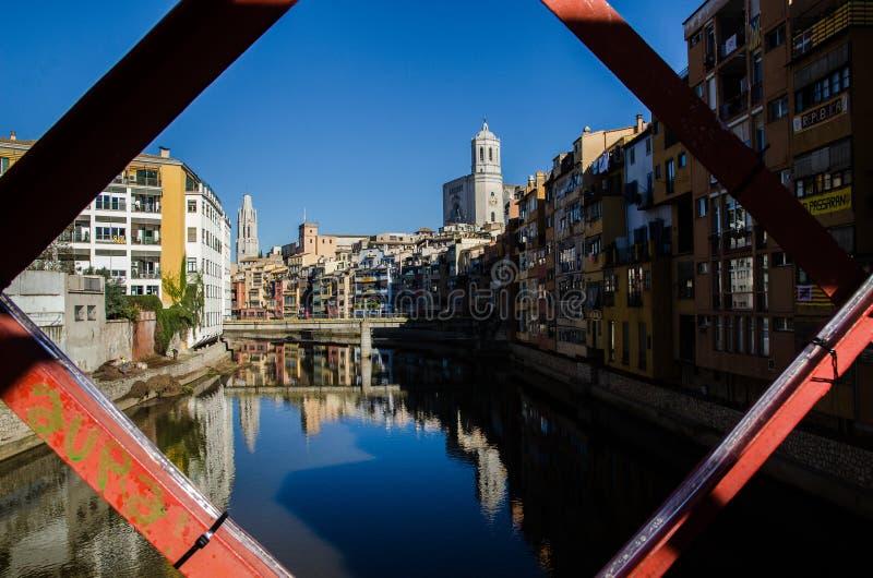 Ansicht der schönen Stadt von Girona, Spanien Gustav Eiffel Bridge lizenzfreie stockfotografie