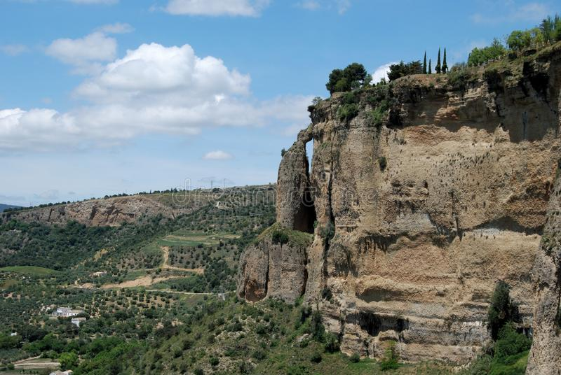 Ansicht der Schlucht, die den Griff des großen Kessels, Ronda, Spanien kennzeichnet stockbild