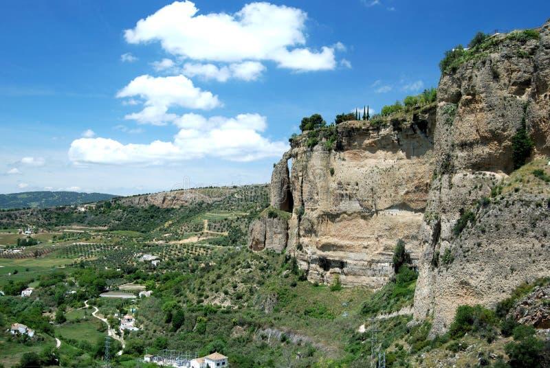 Ansicht der Schlucht, die den Griff des großen Kessels, Ronda, Spanien kennzeichnet stockfoto