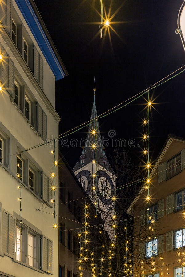 Ansicht der St- Peterkirche in Zürich an Weihnachten - 1 stockbilder