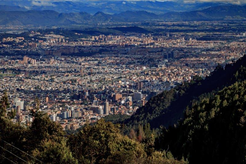 Ansicht der Stadt von Bogota Kolumbien vom Hügel von Monserrate lizenzfreie stockbilder