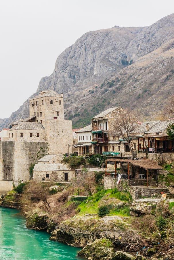 Ansicht der Stadt von Mostar auf dem Neretva-Fluss, Bosnien Herzegovina lizenzfreies stockbild