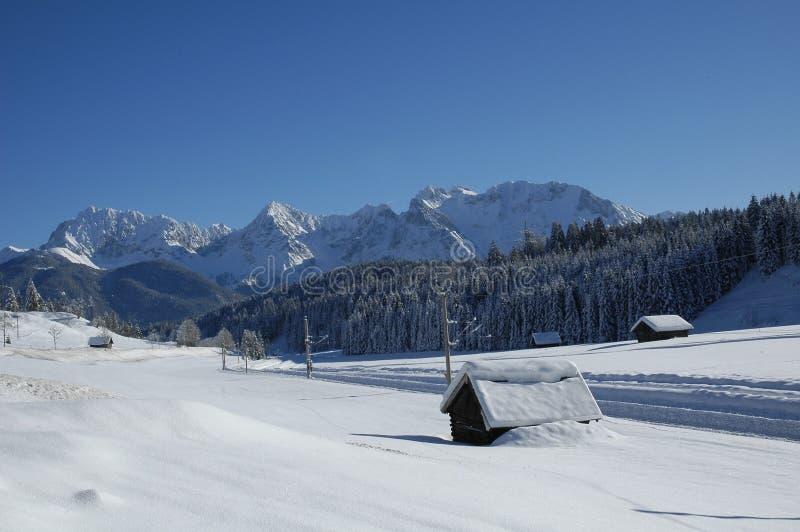 Ansicht der szenischen Winterlandschaft in den bayerischen Alpen stockbild