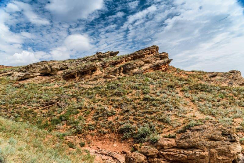 Ansicht der wunderlichen Sandsteinformationen auf dem Berg großes Bogdo lizenzfreie stockfotografie
