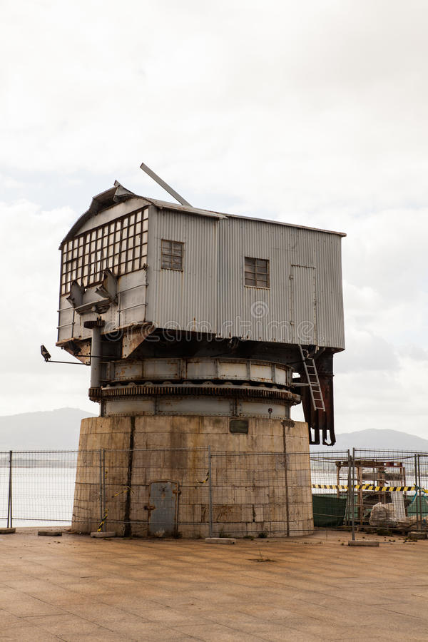 Ansicht des alten Kranes, Santander lizenzfreie stockfotografie