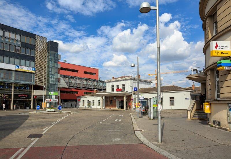 Ansicht des Bahnhofs Liesing auf dem Liesinger-Quadrat Wien, Österreich, Europa stockfoto