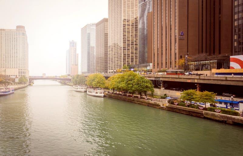 Ansicht des ber?hmten Chicago River Wegs stockbilder