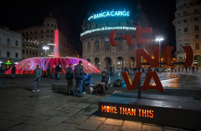 Ansicht des bunten Brunnens von De Ferrari Square bis zum Nacht in Genua, das Herz der Stadt, Italien lizenzfreie stockbilder