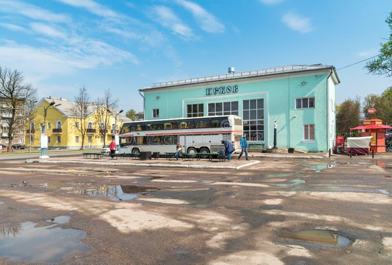 Ansicht des Busbahnhofs in Pskov, Russische Föderation lizenzfreies stockbild