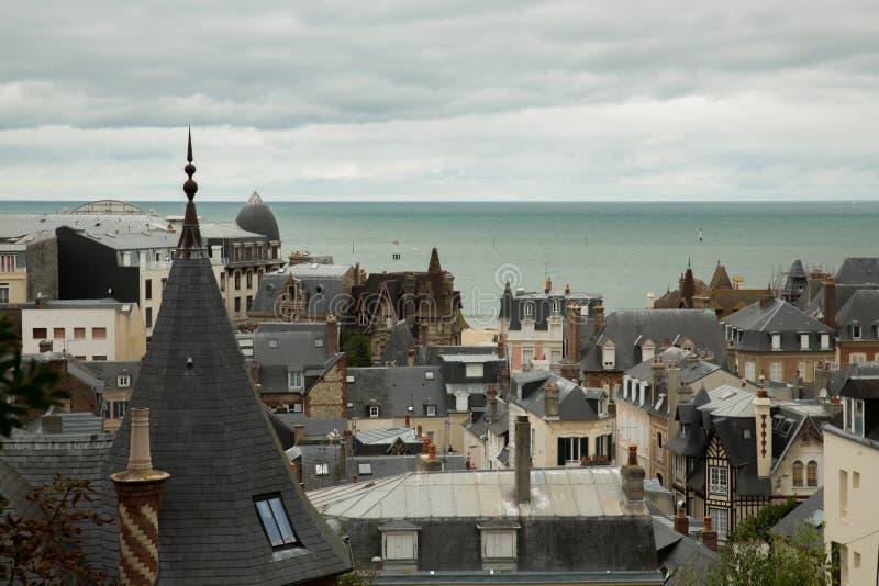 Ansicht des Dachs von Trouville und von Meer stockbild