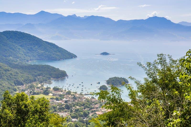 Ansicht des Dorfs in großer Insel Ilha, Brasilien lizenzfreie stockfotos