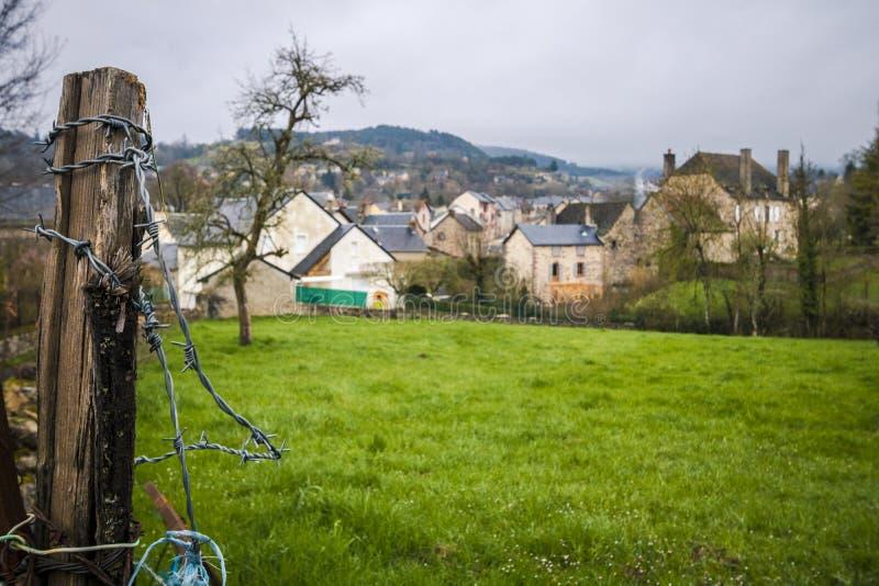 Ansicht des Dorfs von Banassac, Frankreich stockbilder