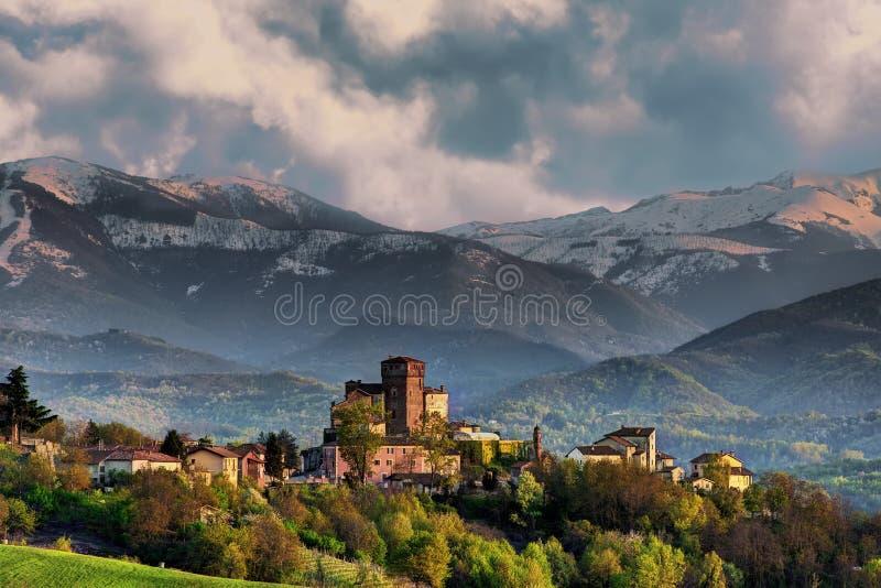 Ansicht des Dorfs von Ciglié, Piemont, Italien lizenzfreies stockfoto