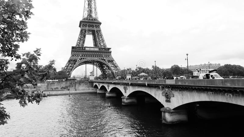 Ansicht des Eiffelturms in Paris stockfotos
