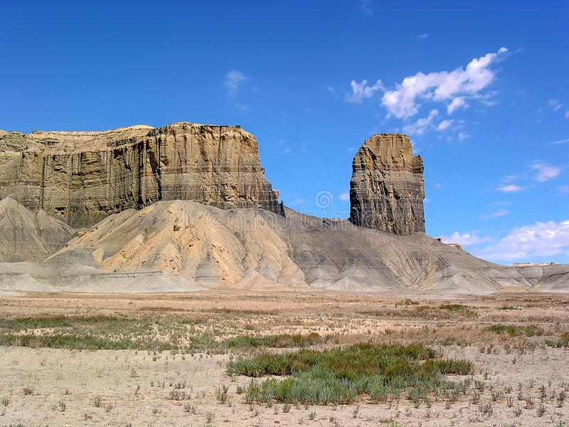 Ansicht des Felsenberges in der Autoreise um U S A lizenzfreies stockbild