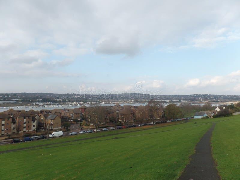 Ansicht des Flusses Medway von Churchfields, Rochester, Vereinigtes Königreich stockbild