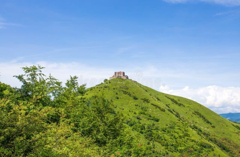Ansicht des Forts Diamond Forte Diamante auf dem Spitzen- onf der Hügel, in der Stadt von Genoa Mura-Parkhinter-Parco-delle Mur,  lizenzfreies stockfoto