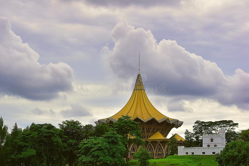 Ansicht des Forts Margherita And State Legislative Assembly in Kuching, Sarawak lizenzfreie stockfotos