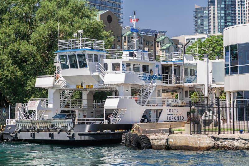 Ansicht des Frachtschiffbootes, Schiff entwarf, fahrbare Fracht wie Automobile zu tragen, tauscht Sattelschlepper-LKWs oder Eisen lizenzfreie stockbilder