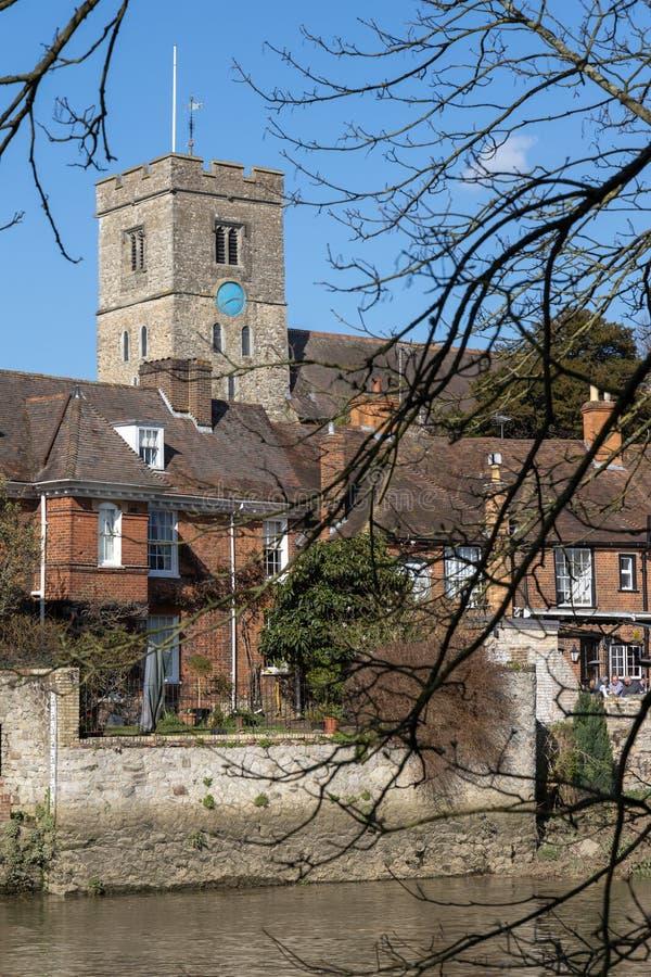 Ansicht des Gasthauses der Quadrate und St Peter der Kirche bei Aylesford am 24. März 2019 stockbild