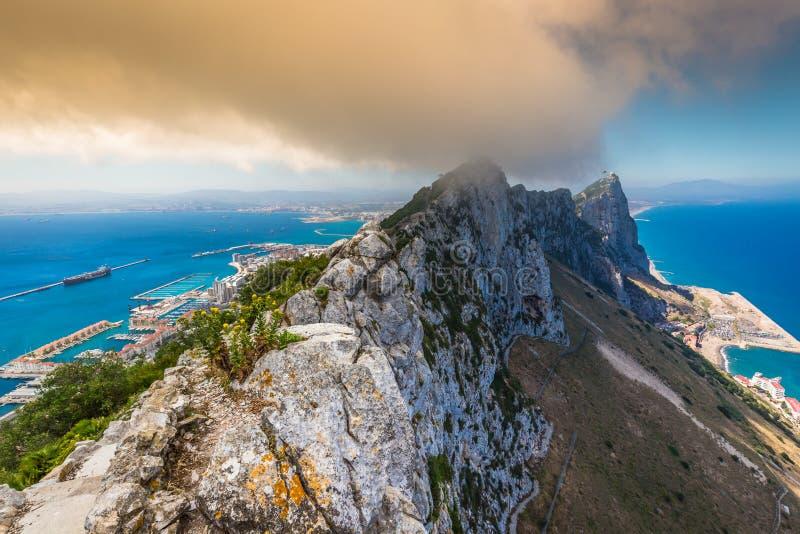 Ansicht des Gibraltar-Felsens vom oberen Felsen stockbild