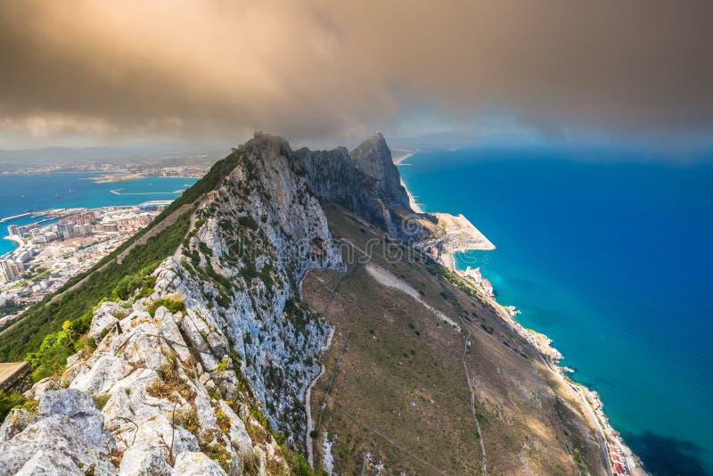 Ansicht des Gibraltar-Felsens vom oberen Felsen lizenzfreie stockbilder