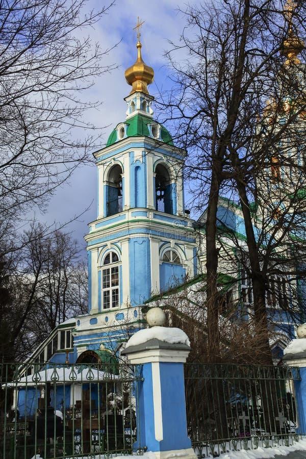 Ansicht des Glockenturms des Tempels von Erzengel Michael in Nikol-` sko-Arkhangel ` skoye Dmitrov Kremlin lizenzfreie stockbilder