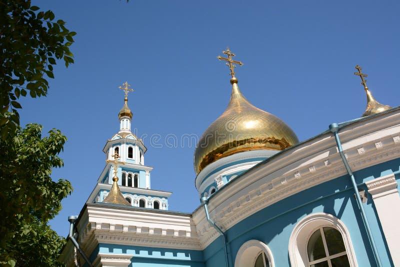 Ansicht des Glockenturms und der Haube Kathedrale der Annahme der Jungfrau taschkent uzbekistan stockfotografie