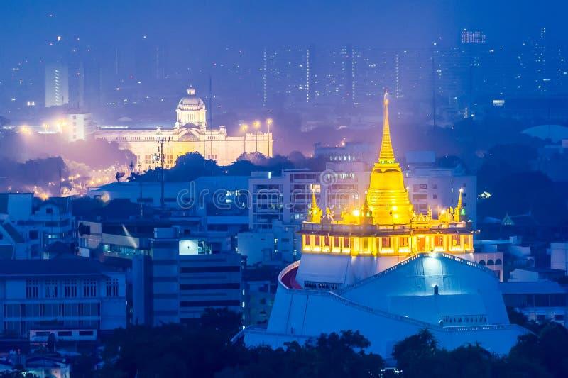 Ansicht des goldenen stupa an wat sra ket Tempel in der Dämmerung, Bangkok lizenzfreies stockbild