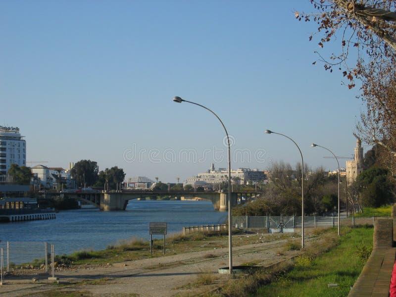 Ansicht des Guadalquivir-Flusses in Sevilla, Spanien lizenzfreies stockfoto