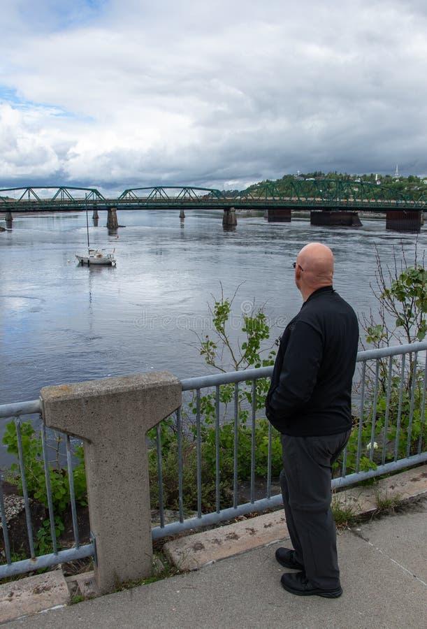 Ansicht des Hafens in Chicoutimi Quebec an der Dämmerung lizenzfreie stockfotos