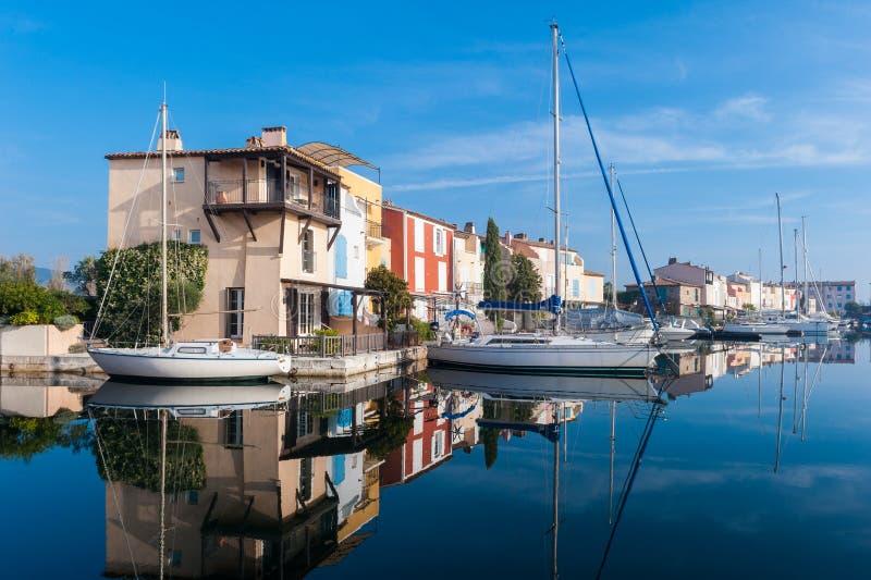 Ansicht des Hafens Grimaud, französisches kleines Venedig stockfoto