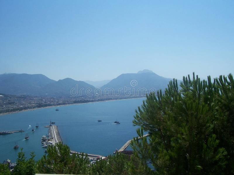 Ansicht des Hafens und der Bucht Alanya von Alanya-Schloss, die Türkei stockfotografie