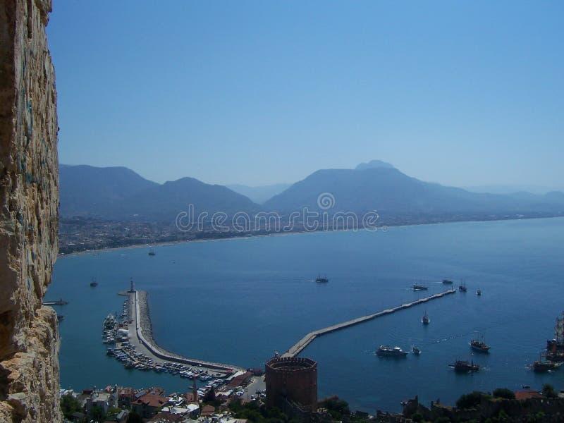 Ansicht des Hafens und der Bucht Alanya von Alanya-Schloss, die Türkei stockbilder