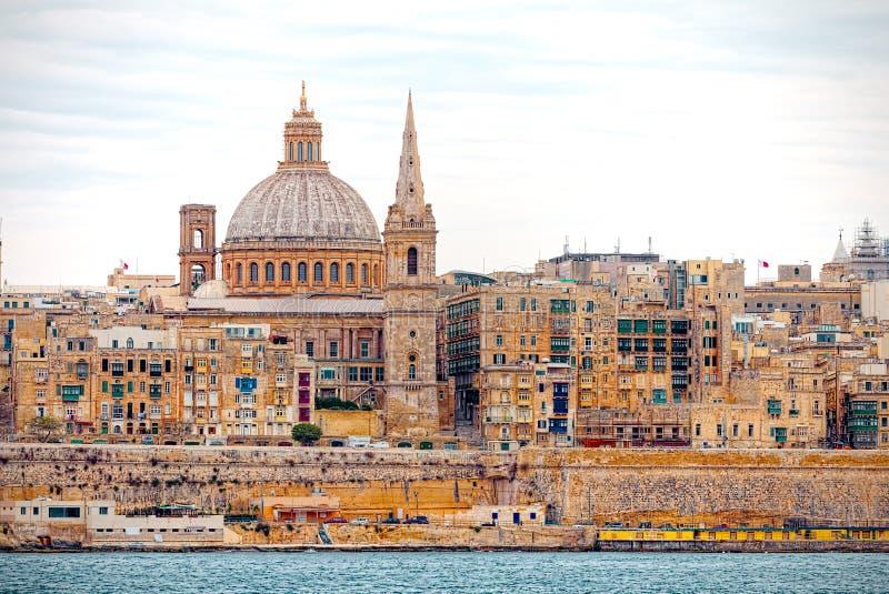 Ansicht des Hafens von Valletta vom Meer lizenzfreie stockfotos