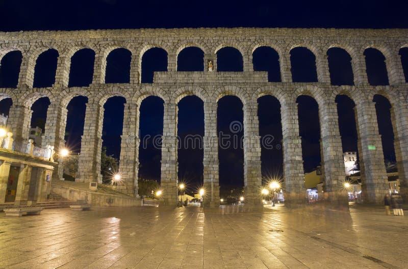 Ansicht des Hauptplatzes und des römischen Aquädukts Segovia Spanien lizenzfreie stockbilder
